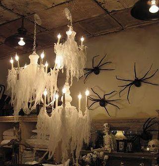 Chandelier_Decor_Halloween_1[1]